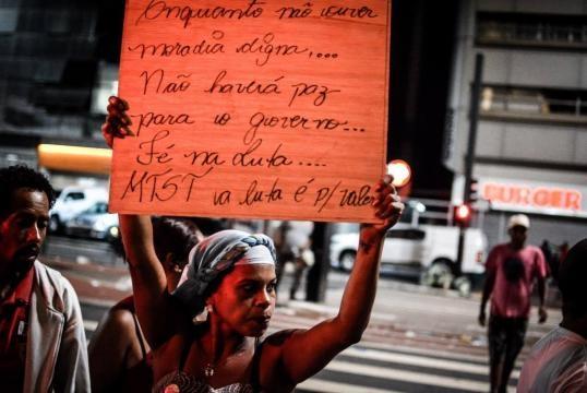 Sem-tetos ocupam a avenida Paulista, em frente ao escritório da presidência da República (Foto: Facebook/MTST)