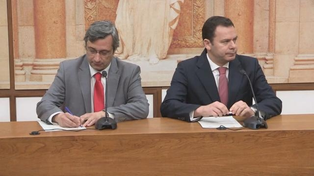 Nuno Magalhães, líder parlamentar do CDS, e Luís Montenegro, líder parlamentar do PSD.
