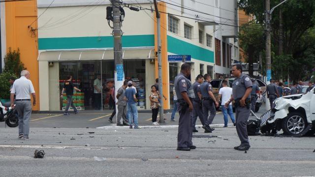 Policiais militares averiguando o ocorrido. Fotos: Luiz Henrique Costa Alves