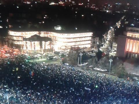 zeci de mii de români în stradă