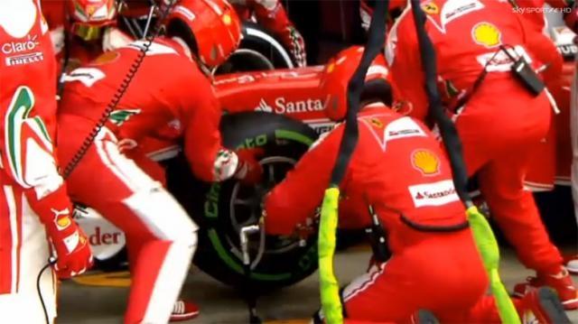 Pit stop nel box della Ferrari