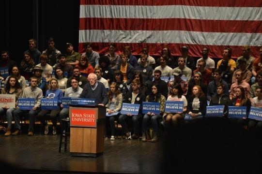U.S Senator from Vermont Bernie Sanders has topped a Fox News poll as most-popular politician in America / Alex Hanson, Flickr CC BY-SA 2.0