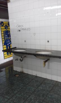 Banheiro feminino sem torneiras