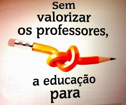 Melhorar a educação passa pela valorização dos professores (Foto: redetirdentes.com.br)