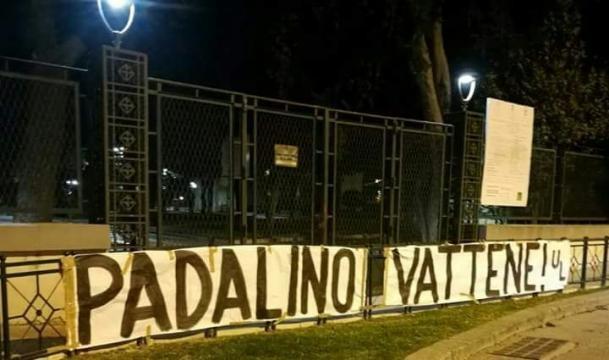 Contestazione contro Padalino, allenatore del Lecce.