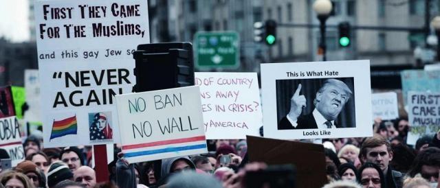 Una delle tante manifestazioni di protesta organizzate contro Donald Trump