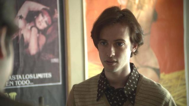 Ernesto va y viene dentro de la historia para dar a conocer su Vida de Película