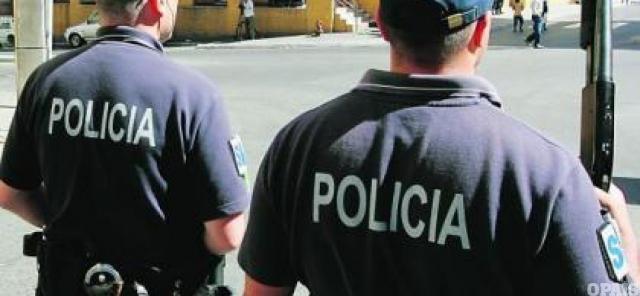 Verdadeiros agentes da PSP detêm um jovem de 16 anos que se fazia passar por agente da PSP
