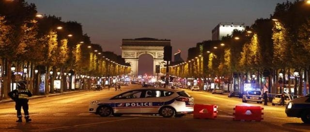 Un homme a été abattu après avoir commis un attentat sur des policiers sur les Champs-Elysées