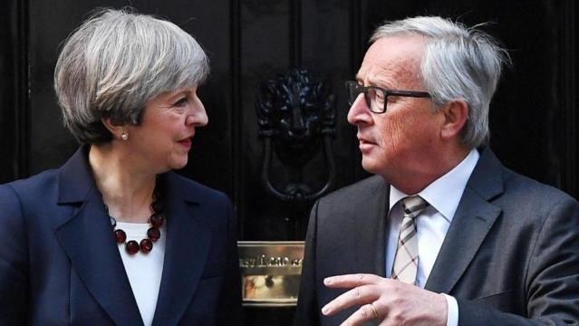 """Brexit, Juncker molto pessimista dopo la cena con May: """"Vive in un ... - lastampa.it"""