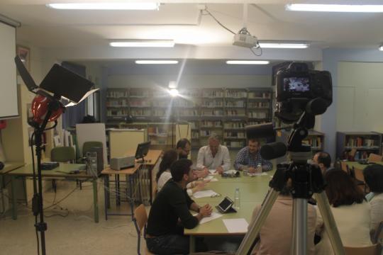 Sesión de grabación del reportaje en sala de profesores del IES Huelin