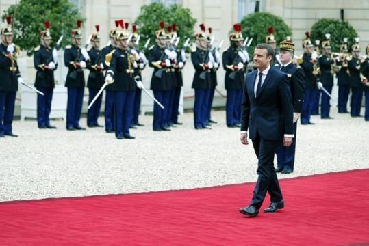 Macron si dirige al cambio di consegne con Hollande