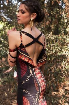 Il dietro di un abito della collezione indossato da Maria Valentina Principi