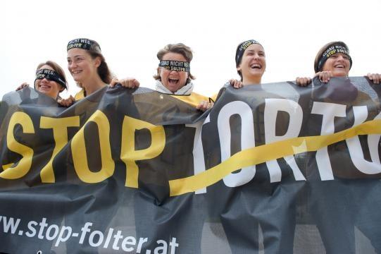 Amnesty Italia da anni combatte per l'introduzione del reato di tortura nel codice penale.