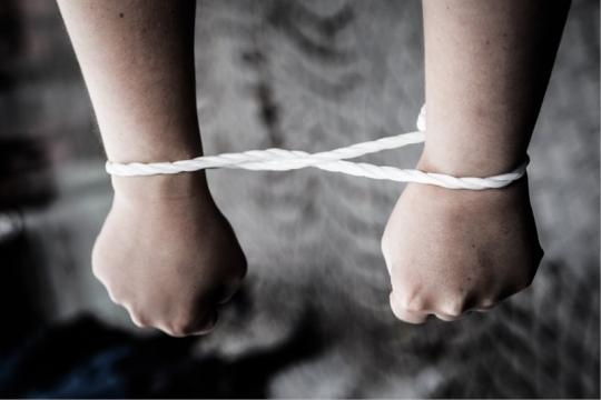 Amnesty International si batte per l'introduzione del reato di tortura in Italia.