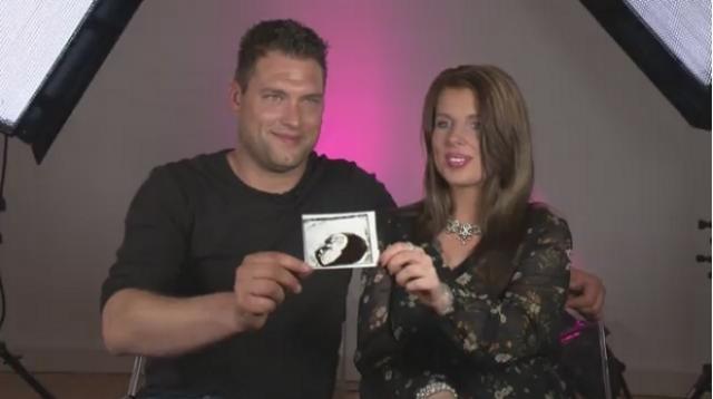Ex-Kandidaten Kevin und Sharon aus Big Brother 12 geben bei Promiflash den Nachwuchs bekannt / Foto: Promiflash Screenshot (Celebrity News AG)
