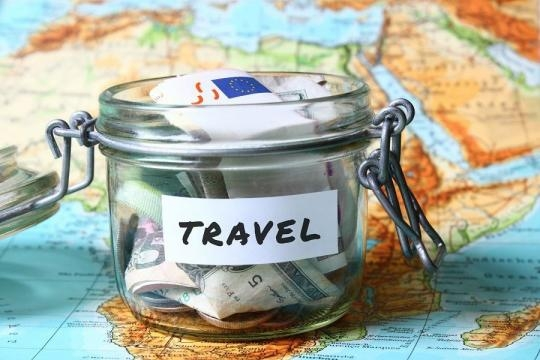 Zaoszczędzić pieniądze na podróżach? (fot. com.pl)
