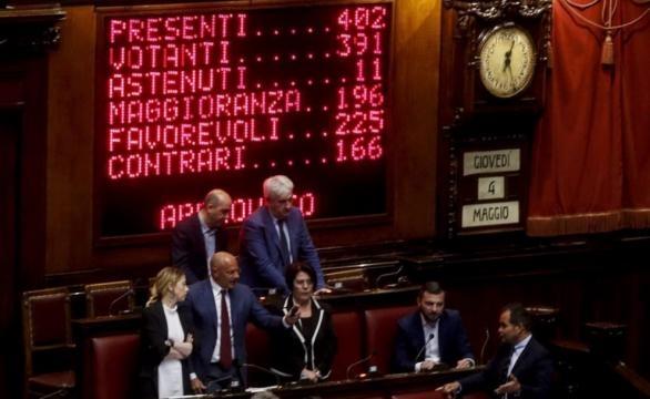 Legittima difesa, ok della Camera: licenza di sparare di notte ... - ilfattoquotidiano.it