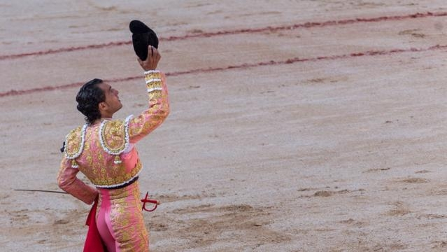 Iván Fandiño brindando su toro a su compañero Victor Barrio.