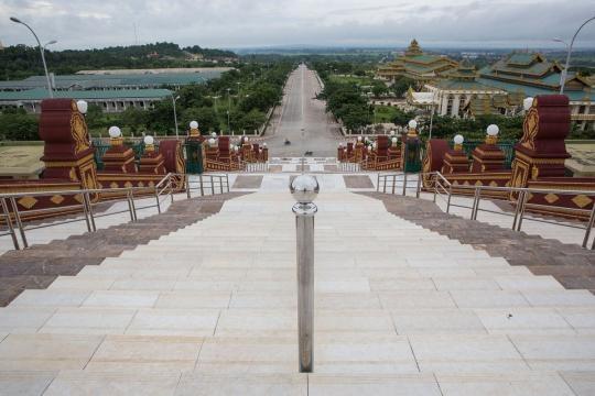 Clădiri impozante și infrastructură modernă în Naypyidaw