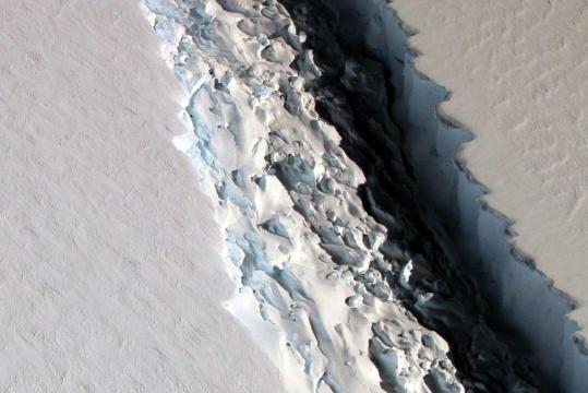 En la Antártida, un iceberg de más de 5.000 Km2 se desprende uno de ... - pinterest.com