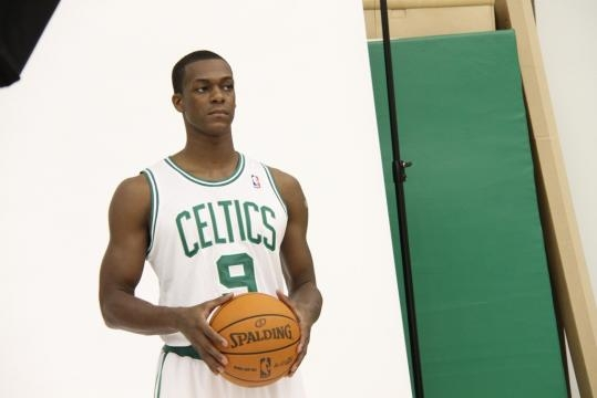 Rajon Rondo signs with the Pelicans. Image Credit: Aaron Frutman / Flickr