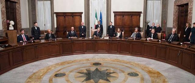 Il governo Gentiloni al tavolo del Consiglio dei Ministri