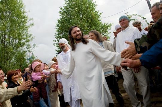 L'ex poliziotto Russo che dice di essere la reincarnazione di Gesù.
