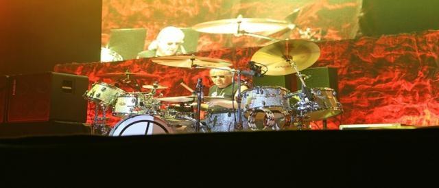 Ian Paice na bateria, o membro mais antigo dos Deep Purple