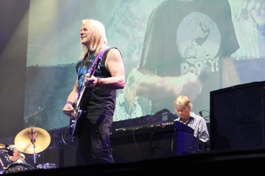 O guitarrista Steve Morse e o teclista Don Airey