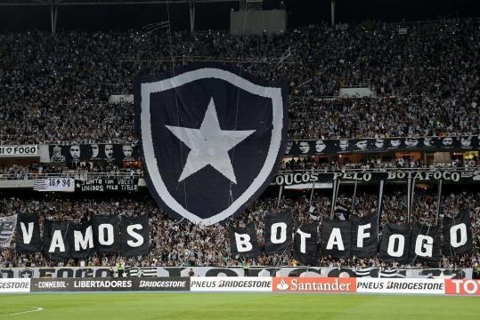 Botafogo - Torcedor faz bandeirão