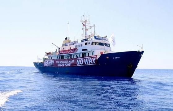La nave degli estremisti di destra C-Star (Fonte: profilo Twitter Sea-Eye Italia)