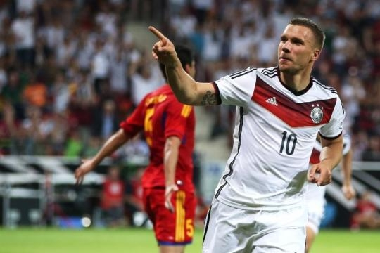 WM 2014: Sein Trikot trägt Podolski auf dem Fauxpas - Bild von