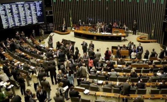 Parlamentares devem analisar Reforma Política só na próxima semana