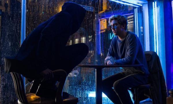 L confronta a Light Turner con su sospecha de Kira