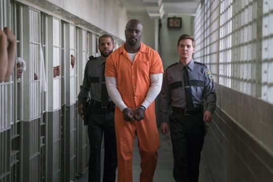 Luke Cage (Mike Colter) verlässt das Gefängnis und gerät direkt wieder in Schwierigkeiten.