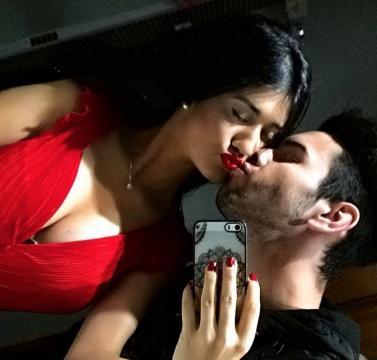 Melanie y su novio en una foto