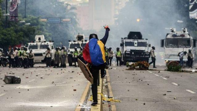 La oposición vuelve en masa a las calles de Venezuela. - elpais.com