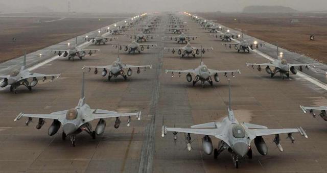 Bombardieri USA in volo sulla Corea del Nord.