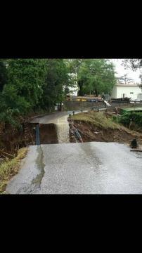Una strada crollata: frana spaventosa.