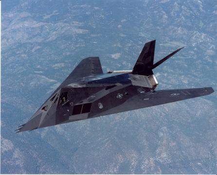 Il bombardiere tattico F-117 Nighthawk (fonte: Usaf)
