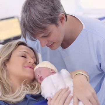 Eliana com o noivo, Adriano Ricco, e a filha, Manuela (Reprodução/Instagram)