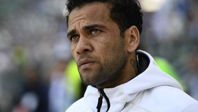 Dani Alves n'a pas peur d'être à contre-courant (Crédit - AFP)