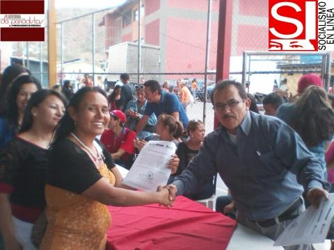 Profesora Clara Inés Gómez recibe Titularidad Laboral por parte del Alcalde de municipio Arón Varela