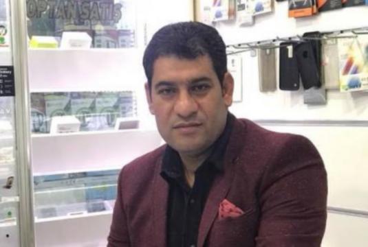 Halil Dağ dirigia uma loja de acessórios para celulares (Crédito: Ruha Haber Ajansi)