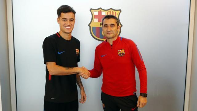 Philippe Coutinho saludando a Ernesto Valverde