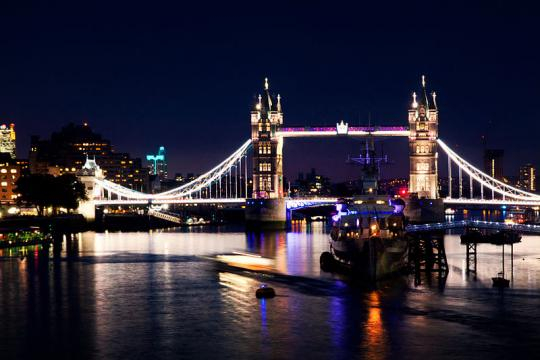 London Bridge and River Thames by night (Image credit – Paweł Pacholec, Wikimedia Commons)