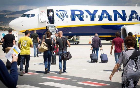 Nuove regole Ryanair: il bagaglio a mano si paga