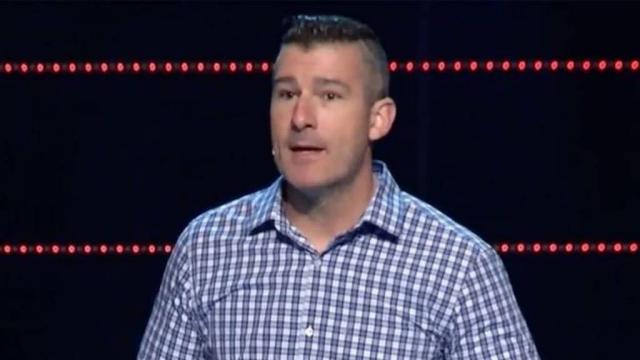 Pastor confessa que abusou de menina e é aplaudido