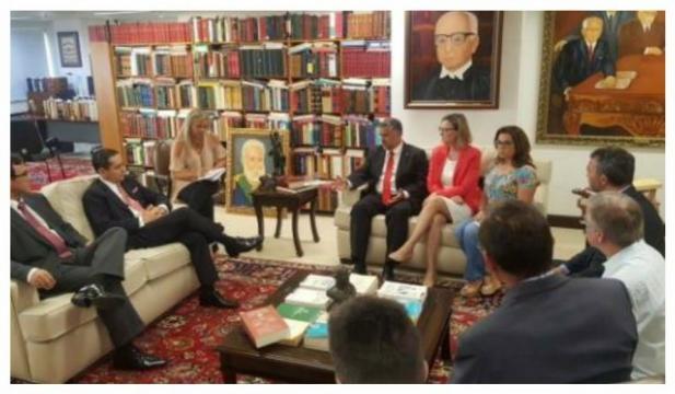 Presidente do TRF4, Carlos Eduardo Thompson Flores Lenz, se encontrou com parlamentares petistas, nesta sexta-feira (12).